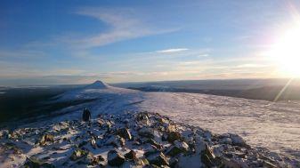 """Städjan tornar upp sig i bakgrunden som """"The lonley mountain"""""""